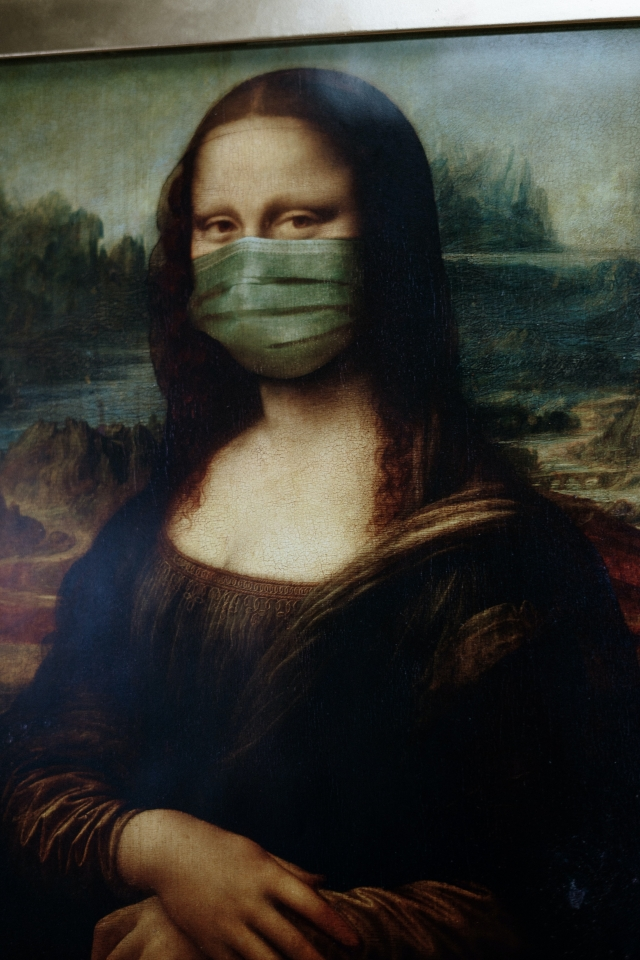 Portrait of Mona Lisa with a face mask