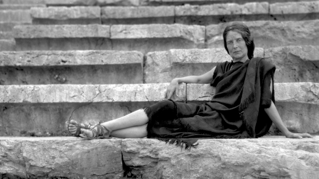 Eva Palmer Sikelianos, Delphi, 1930.